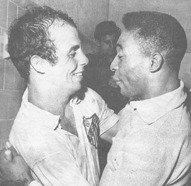 ALMIR E PELÉ APÓS A CONQUISTA DO TÍTULO MUNDIAL DE 1963