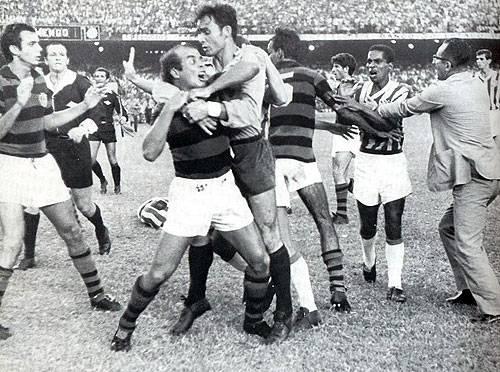 Almir, na briga contra o Flamengo - 1966