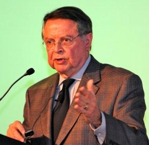 Roberto Macedo1