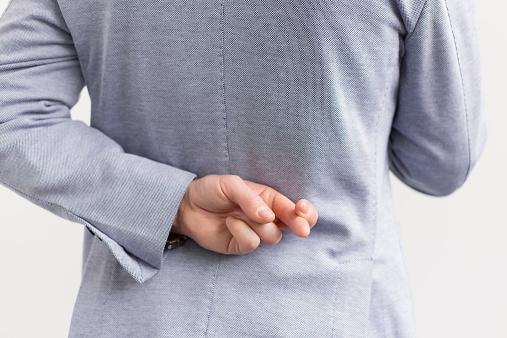 trégua - dedos cruzados -mentira